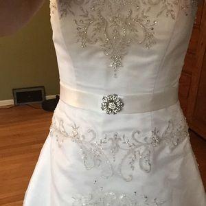 OLEG CASSINI Wedding Dress- Strapless size 4-6